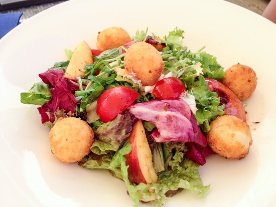 Valamar Dubrovnik President Hotel : Salad with fried cheese