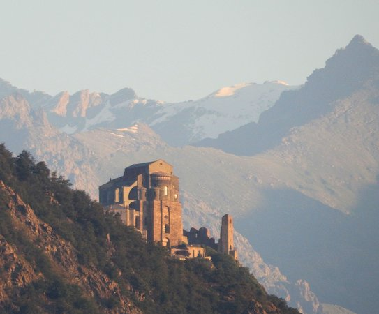 Le Maddalene Bed and Breakfast: Sacra di San Michele from the balcony using a long focal length.