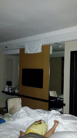 The Westin Resort Nusa Dua, Bali : How it can be? Room #2 i use the towel to make the wind blow lower of our head