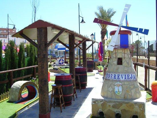Minigolf Las Salinas: el hoyo 14,el molino.