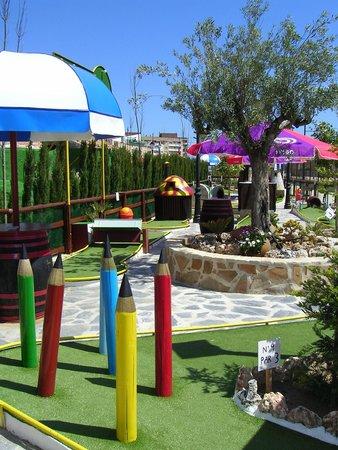 Minigolf Las Salinas: el olivo del mini golf.