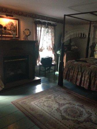 The Bella Ella Bed & Breakfast: Ella's room