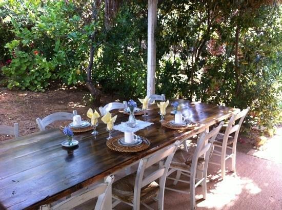 Sicilia Cuore Mio : il tavolo pronto per la colazione