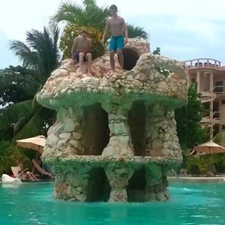 Belizean Shores Resort : Coco Beach pool - awesome!