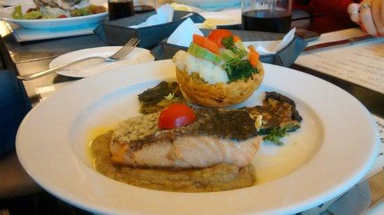 PV Restaurante Lounge: Salmão