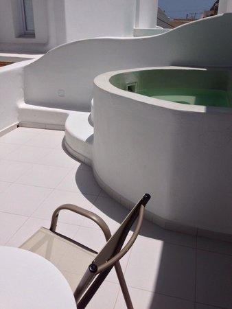 Cavo Bianco : Balcony and jacuzzi