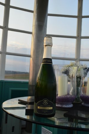 Belle Tout Lighthouse: champagne sunset
