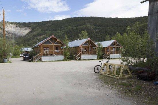 Klondike Kate's Cabins : Cluster of cabins at Klondike Kates