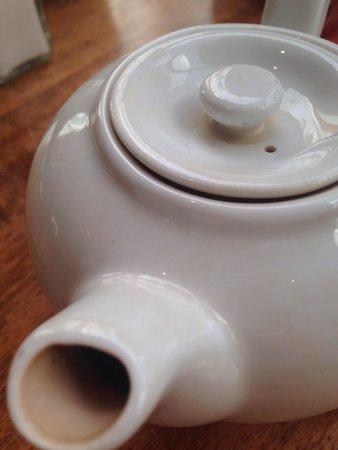 Holiday Inn: Dirty teapots.
