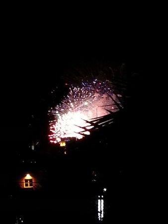El Tropicano Riverwalk Hotel: Fireworks from the tiki hut patio