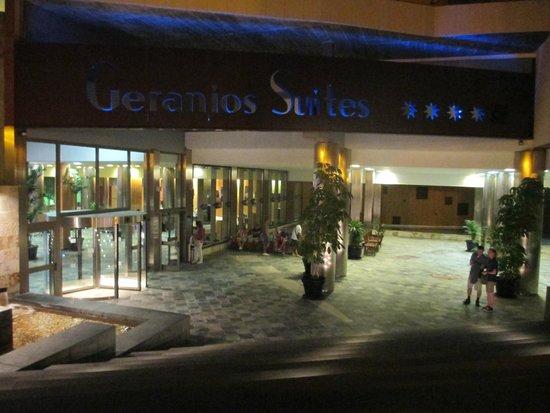 Geranios Suites & Spa Hotel: Hotel entrance.