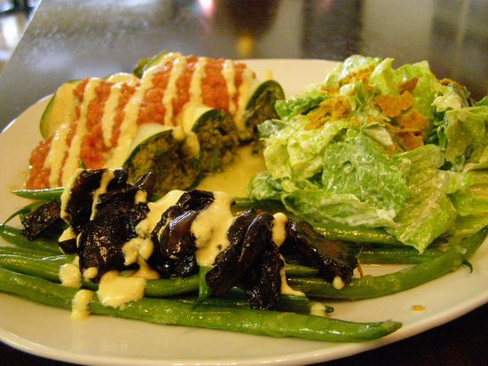 Rawthentic Eatery Courtenay: Delicious Manicotti and Salad
