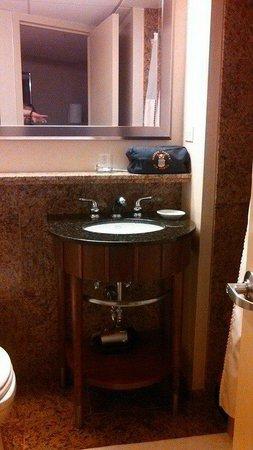 Hyatt Regency O'Hare: Elegant with comfortable towels,