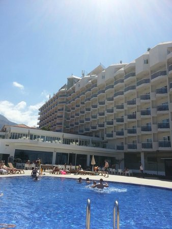 HOVIMA Costa Adeje: pool view looking at hotel