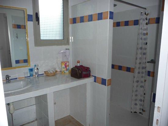 Kilina Hotel : Spacieuse et pratique, WC séparés
