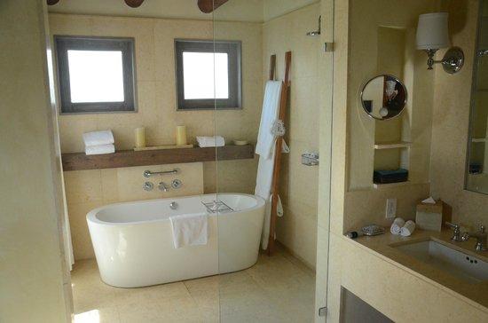 The St. Regis Punta Mita Resort : standard bathroom