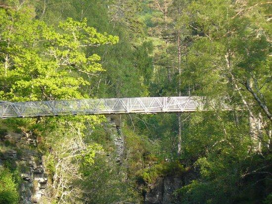 Corrieshalloch Gorge: Brücke über der Schlucht
