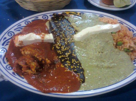 Fonda de Santa Clara: Enchiladas 3 Moles