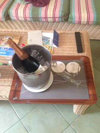 IFA Buenaventura Hotel: Birthday Champagne delivered to room!!