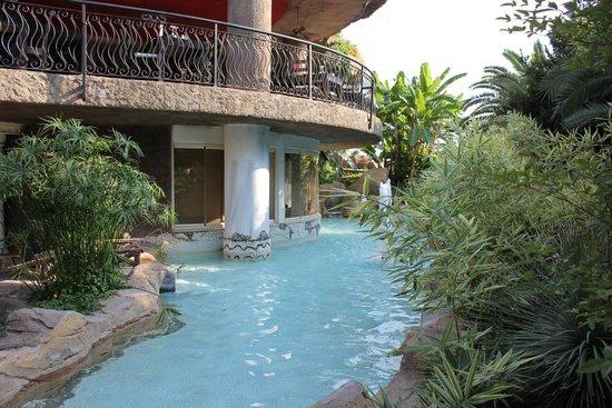 Starlight Resort Hotel: Территория отеля