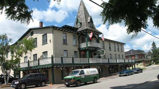The Gananoque Inn and Spa: Front of the Inn