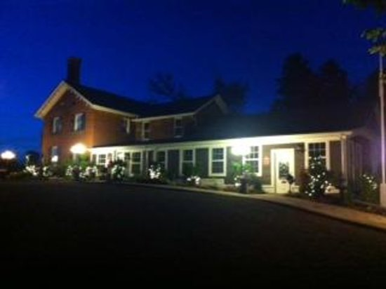 Bella of Ancaster - Philip Shaver House : Bellas at Night
