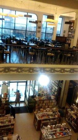 PV Restaurante Lounge: Livraria e restaurante