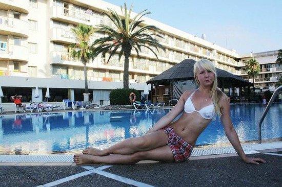 Hotel Best Maritim: Бассейн, внутренний двор отеля