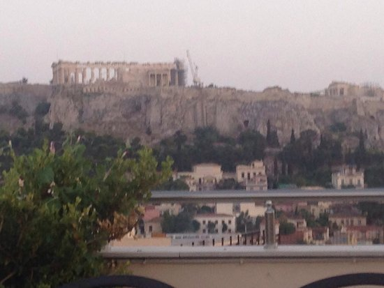 Attalos Hotel: View of Acropolis from the roof bar