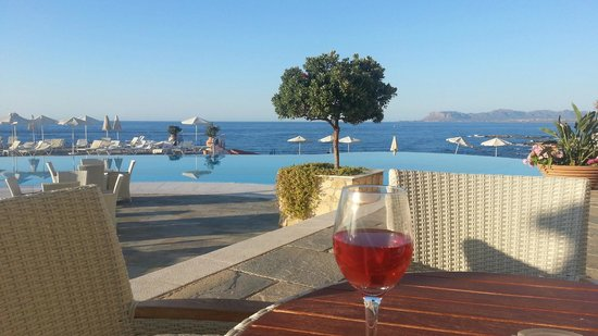 Panorama Hotel - Chania : Evening chilling with a cool wine by the pool