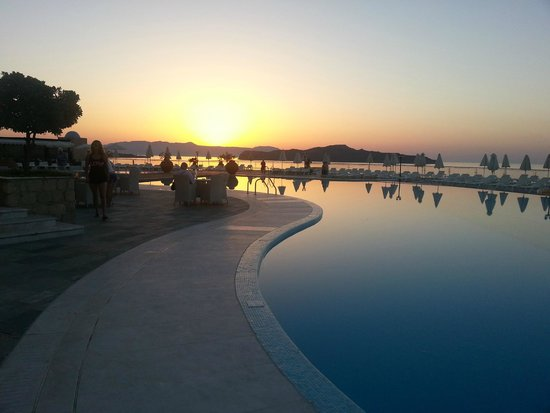 Panorama Hotel - Chania : Sunset over the pool