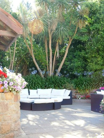 Hotel La Place: The lovely al fresco area in the Courtyard
