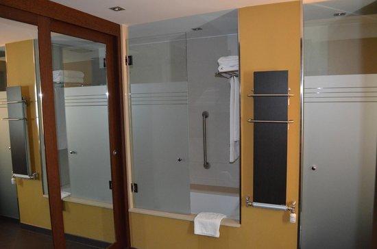Hotel Aneto: Bathroom