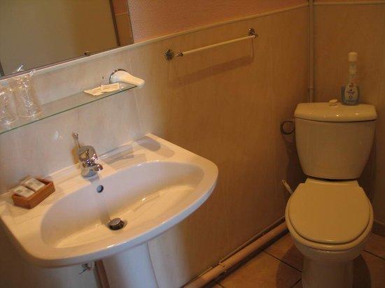 Arles, Hotel Constantin - bathroom