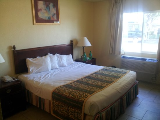 Motel 6 Modesto Downtown: great bed! very comfy!!!