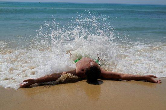 African Queen Hotel: пляж