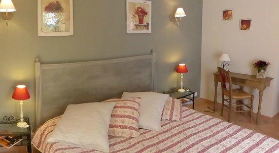Lou Soleou : chambre avec lit en 180 cm