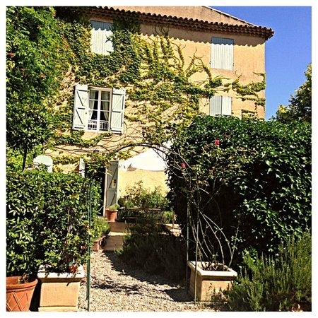 Le Clos Des Freres Gris : Front of Home