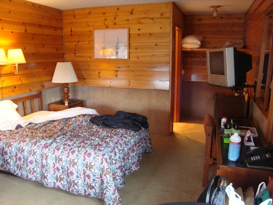 Captain's Choice Motel: Basic but comfortable room