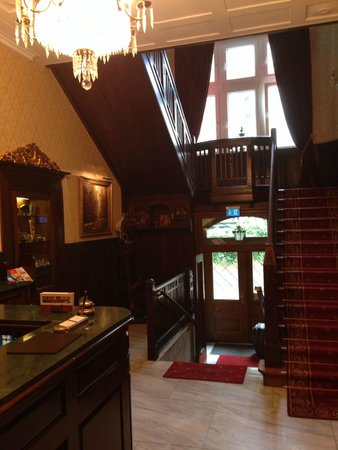 Hotel Villa Achenbach: The entry area and reception