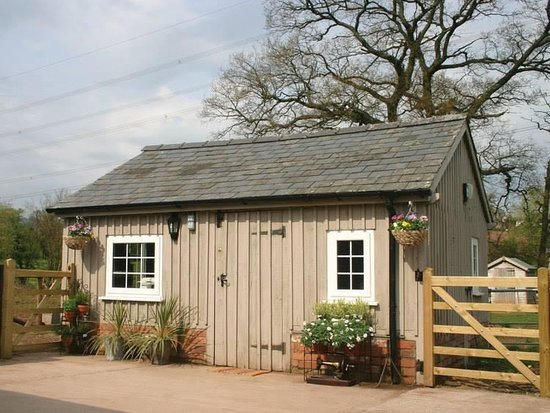 Llanddewi Rhydderch, UK: getlstd_property_photo
