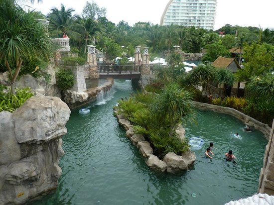 Centara Grand Mirage Beach Resort Pattaya: a part of the Lazy river that runs around the waterpark