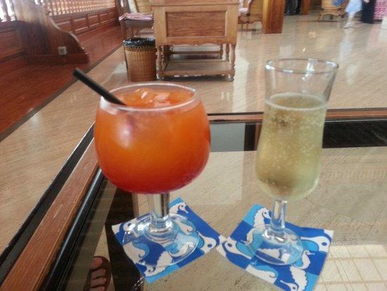 Seaside Los Jameos Playa: Cocktails and Cava