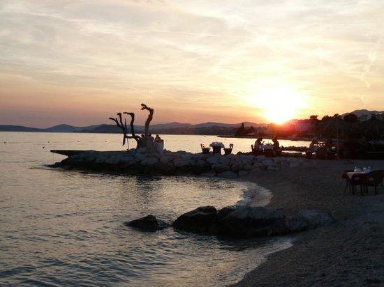 Villa Jerkan: Sun setting whilst having dinner