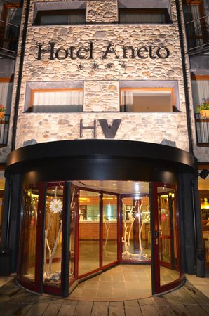 SOMMOS Hotel Aneto: Main entrance