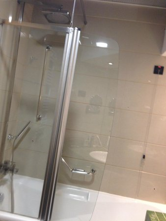 Holiday Inn Belgrade: Shower