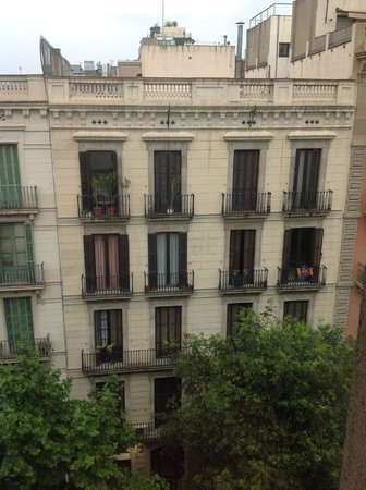 Alexandra Barcelona A DoubleTree By Hilton : The view is not that inspiring