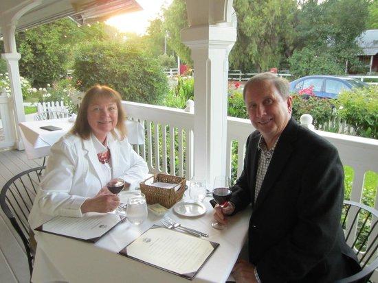 Ballard, Californie : dining on the patio