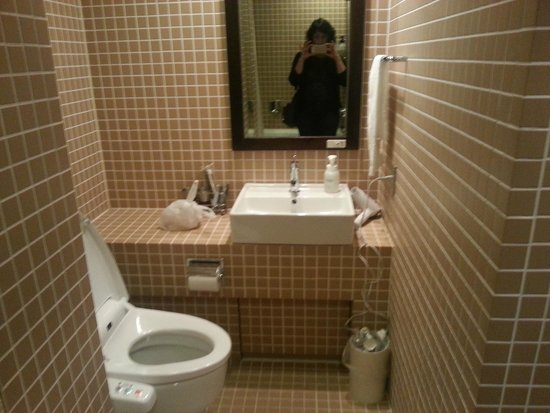 Sutton Place Hotel Ueno: Very functional, clean, modern bathroom