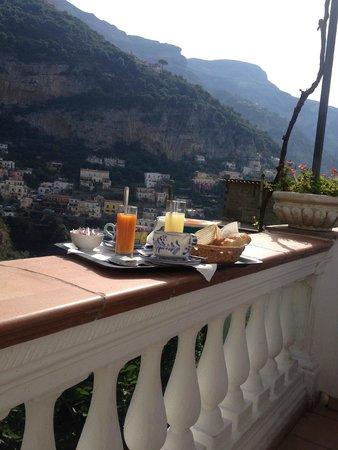 Positano B&B: La nostra colazione in terrazza!